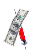 Nadel und Spritze mit einem Dollarschein Stockfotografie