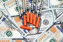 Nadeln auf hundert Dollarscheinen Lizenzfreies Stockfoto