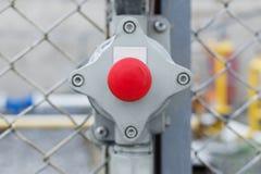 Nadelventil für Gasversorgung in Form eines roten Knopfes mit einem Pfeil Lizenzfreie Stockfotos