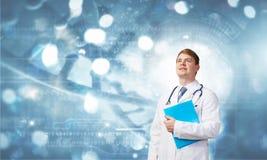 Nadenkende arts Stock Afbeelding