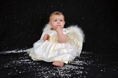 Nadenkende engel in de sneeuw Stock Afbeeldingen