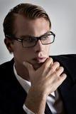 Nadenkende jonge zakenman royalty-vrije stock afbeeldingen