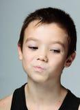 Nadenkende jongen Stock Foto's