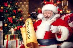 Nadenkende Kerstman Stock Fotografie