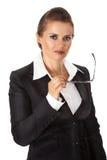 Nadenkende moderne bedrijfsvrouwenholding eyeglasse Stock Afbeelding