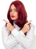 Nadenkende Verwarde Ongerust gemaakte Jonge Vrouw met Rood Haar Stock Foto's