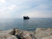 Naderbij komende boot Stock Afbeelding