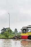 Naderbij komende Bus Stock Afbeeldingen