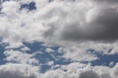 Naderbij komende onweerswolken Stock Foto