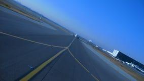 Naderbij komende vliegtuigen stock foto's
