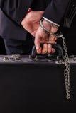 Nadgarstek przykuwająca rzemienna walizka obraz royalty free
