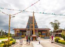 Nadi, Fiji Fijians Indiańskiego spadku Fijians odwiedza świętą Sri Siva Subramaniya Hinduską świątynię, Nadi, Fiji wyspy zdjęcia royalty free