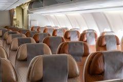 Nadie asiento de descanso de la fila marrón en aeroplano fotos de archivo libres de regalías