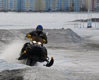 Nadim Rosja, Kwiecień, - 20, 2008: Snoukross Vadim Vasuhin skacze wewnątrz Zdjęcie Stock
