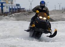 Nadim Rosja, Kwiecień, - 20, 2008: Snoukross Vadim Vasuhin skacze wewnątrz Zdjęcie Royalty Free