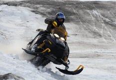Nadim, Russia - 20 aprile 2008: Snoukross Vadim Vasuhin salta dentro Fotografia Stock