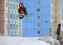 Nadim Ryssland - April 19, 2009 : Snoukross Vadim Vasuhin hoppar I Royaltyfri Foto