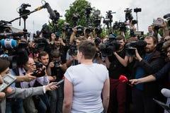 Ήρωας της Ουκρανίας Nadiya Savchenko μετά από την απελευθέρωση από το ρωσικό π Στοκ Εικόνες