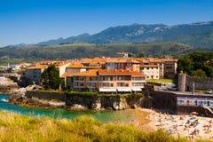 Nadmorski Llanes w słonecznym dniu Hiszpanii asturii Obrazy Royalty Free