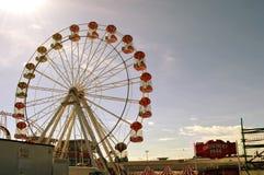 Nadmorski park rozrywki z dużym kołem Zdjęcie Stock