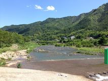 Nadmorski sceneria w Chiny w SummerSwimming w górach Chiny w lecie zdjęcie royalty free
