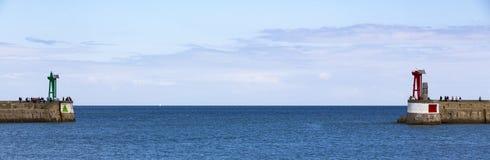 Nadmorski z czerwieni i zieleni latarniami morskimi Fotografia Royalty Free