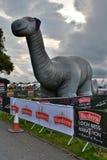 Nadmuchiwany Nessie przy metą Loch Ness maraton, Obrazy Royalty Free