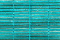 Nadokienna błękitna kolorowa stara drewniana żaluzja zdjęcie royalty free