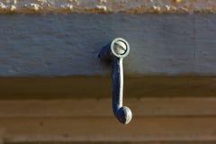 nadokienni żaluzja kędziorki i drzwiowe rękojeści obrazy stock