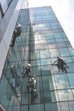 Nadokienni czyściciele na budynku biurowym, fotografia brać 20 05 2014 Zdjęcia Stock