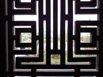 Nadokienni kratownica, drewniany, lub metal, czernimy barwionego Nasłoneczniony widok out Fotografia Stock