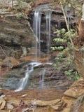 Nadokienni spadki przy obwieszenie skały stanu parkiem Obrazy Royalty Free