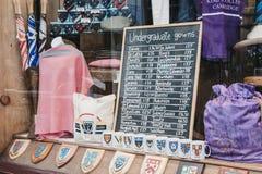 Nadokienny pokaz sławni Ryder & Amies ubrania sklep w Cambridge, UK fotografia royalty free