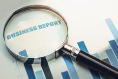 Nadruk op bedrijfsfinancieel verslag stock afbeeldingen