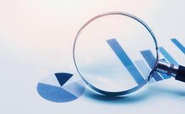 Nadruk op bedrijfsfinancieel verslag stock foto's