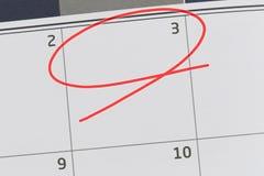 Nadruk op nummer 3 in kalender en lege rode ellips stock fotografie