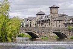 Nadrzeczny hotelu i stramongate most, cumbria, England Fotografia Stock