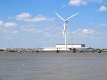 Nadrzeczny Wiatrowy generator Fotografia Stock