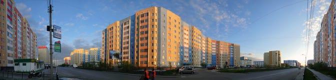 Nadym,俄罗斯- 2008年7月10日:全景 都市的横向 免版税库存图片