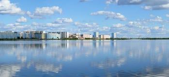 Nadym,俄罗斯- 2008年7月18日:城市的全景r的 图库摄影