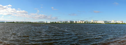 Nadym,俄罗斯- 2008年7月18日:城市的全景r的 免版税图库摄影
