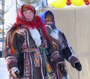 Nadym,俄罗斯- 2006年3月18日:未知的妇女- Nenets,特写镜头, 免版税库存图片