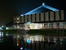 Nadym, Rússia - 17 de setembro de 2002: a skyline da noite Imagem de Stock