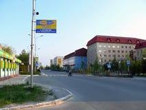 Nadym, Rusia - 24 de junio de 2007: el centro de ciudad Imágenes de archivo libres de regalías