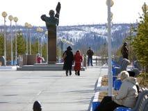 Nadym, Rusia - 20 de mayo de 2007: el centro de ciudad Foto de archivo libre de regalías