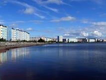 Nadym, Rusland - Augustus 21, 2007: de Stad van Nadym-rivier Nadym Royalty-vrije Stock Afbeelding