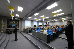 Nadym, Rusland - December 29, 2012: Vakantieoverleg Onbekende pres Royalty-vrije Stock Fotografie