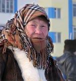 Nadym, Rusland - Maart 11, 2005: Onbekende vrouw - Nenets-vrouw, cl stock afbeelding