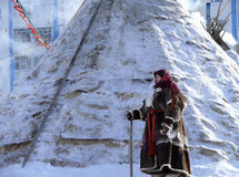 Nadym, Russie - 15 mars 2008 : l'accommodatio national de Nenets Photographie stock libre de droits