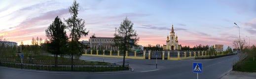 Nadym Ryssland - Juni 20, 2008: panoraman Kyrkan i ten Royaltyfri Fotografi